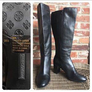 Leather Arturo Chiang side zipper heeled boot